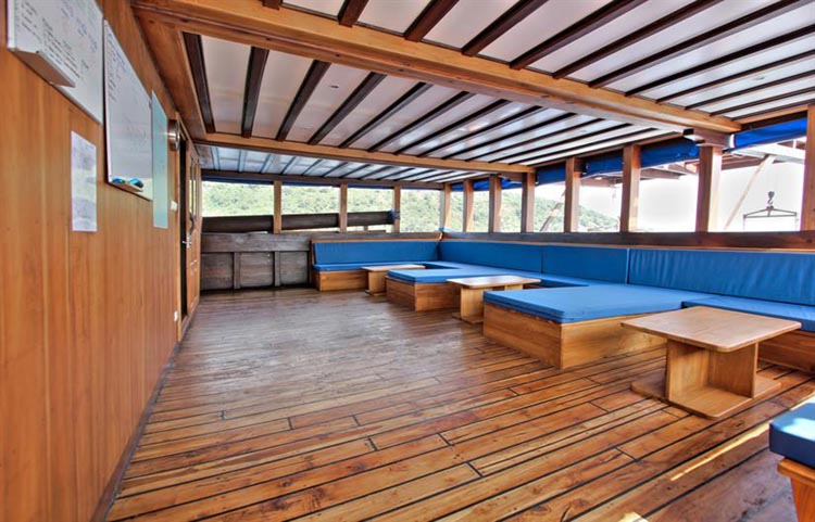 Amira Lounge Deck